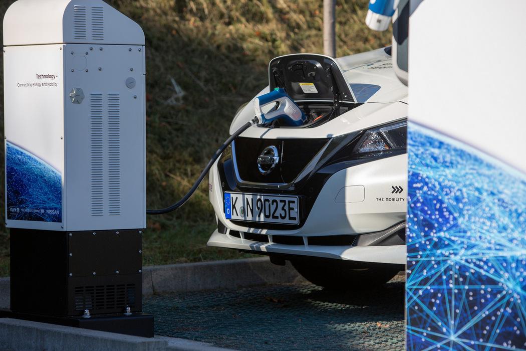 Der Nissan Leaf bezieht Strom und kann ihn auch ins Netz einspeisen