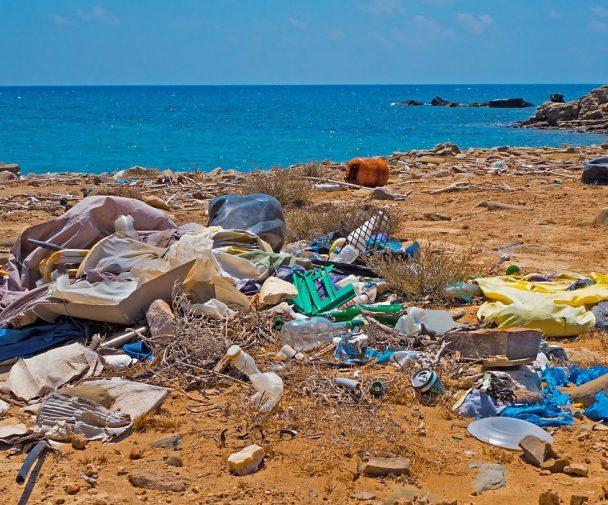 Plastikinseln - Müll am Strand