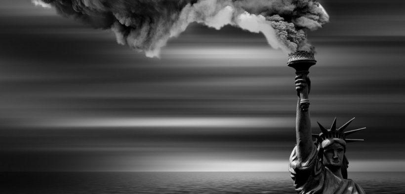 Klimanotstand Freiheitsstatue Hochwasser Rauch
