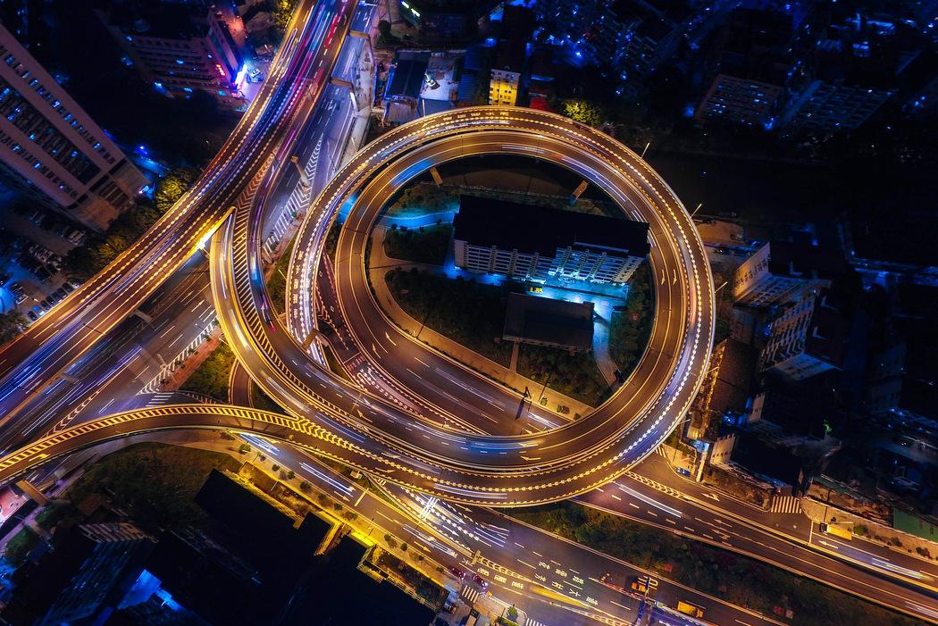 Tempolimit in den Niederlanden - Autobahn bei Nacht
